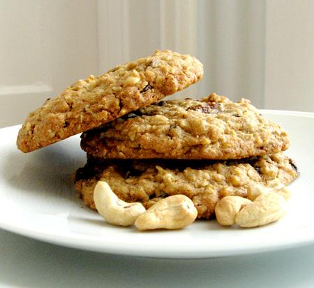 Oatmeal Raisin Carob-Chip Cashew Crunch Cookies