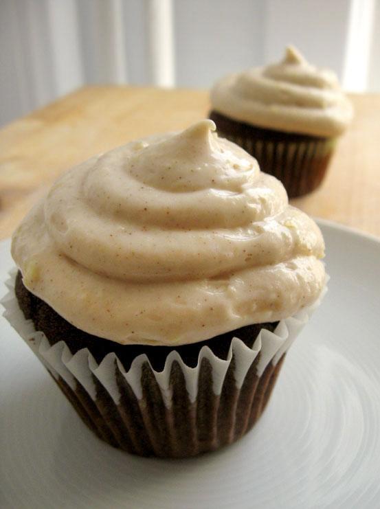 gingerbread cupcakes in pan